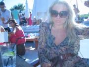 Jag på Niki Beach sommaren 06, då jag gick runt och trodde jag fått den där färgen från sol, JAG skulle bara vetat att den kom från en flaska!