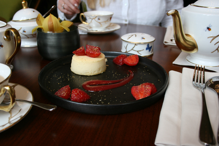 mandarin oriental knightsbridge tea time rainy days cheesecake