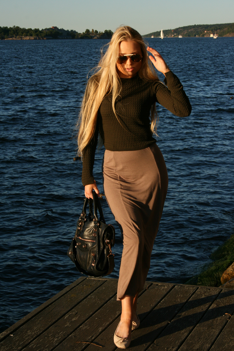 j nacka ootd outfit of the day balenciaga zara H&M raybans blonde stockholm