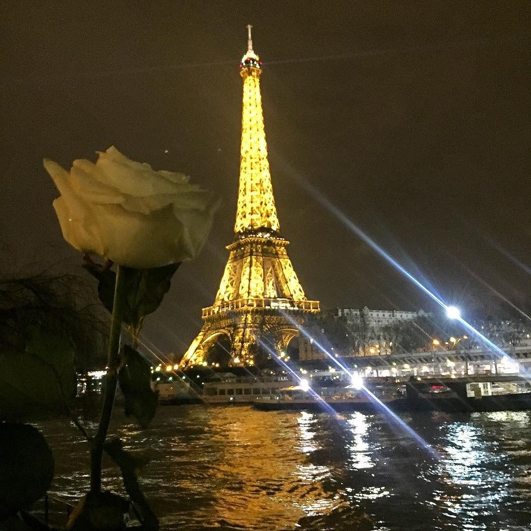 romatic getaway roses paris