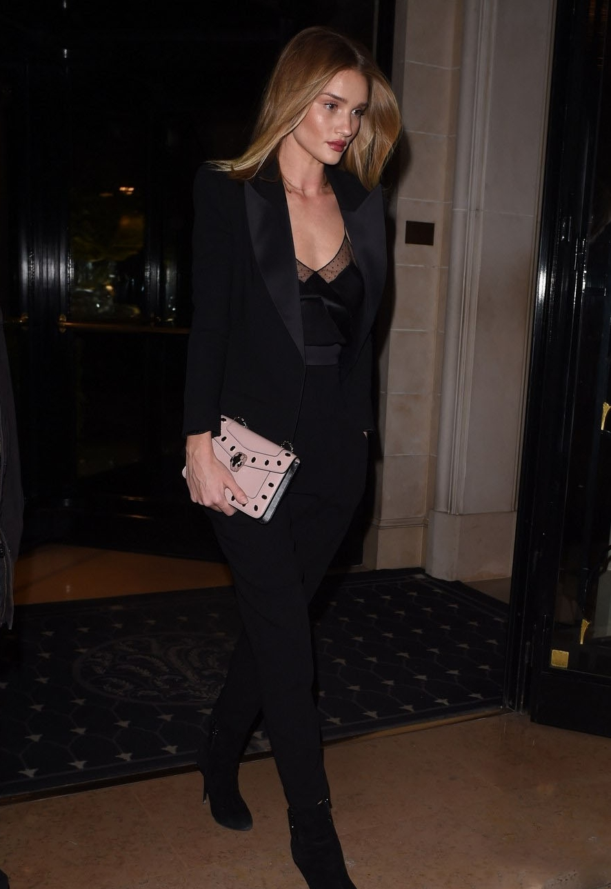 rosie huntington-whiteley all black outfit