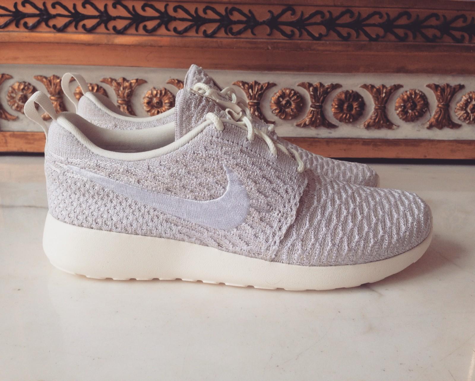 nike flyknit roshe run sneakers white