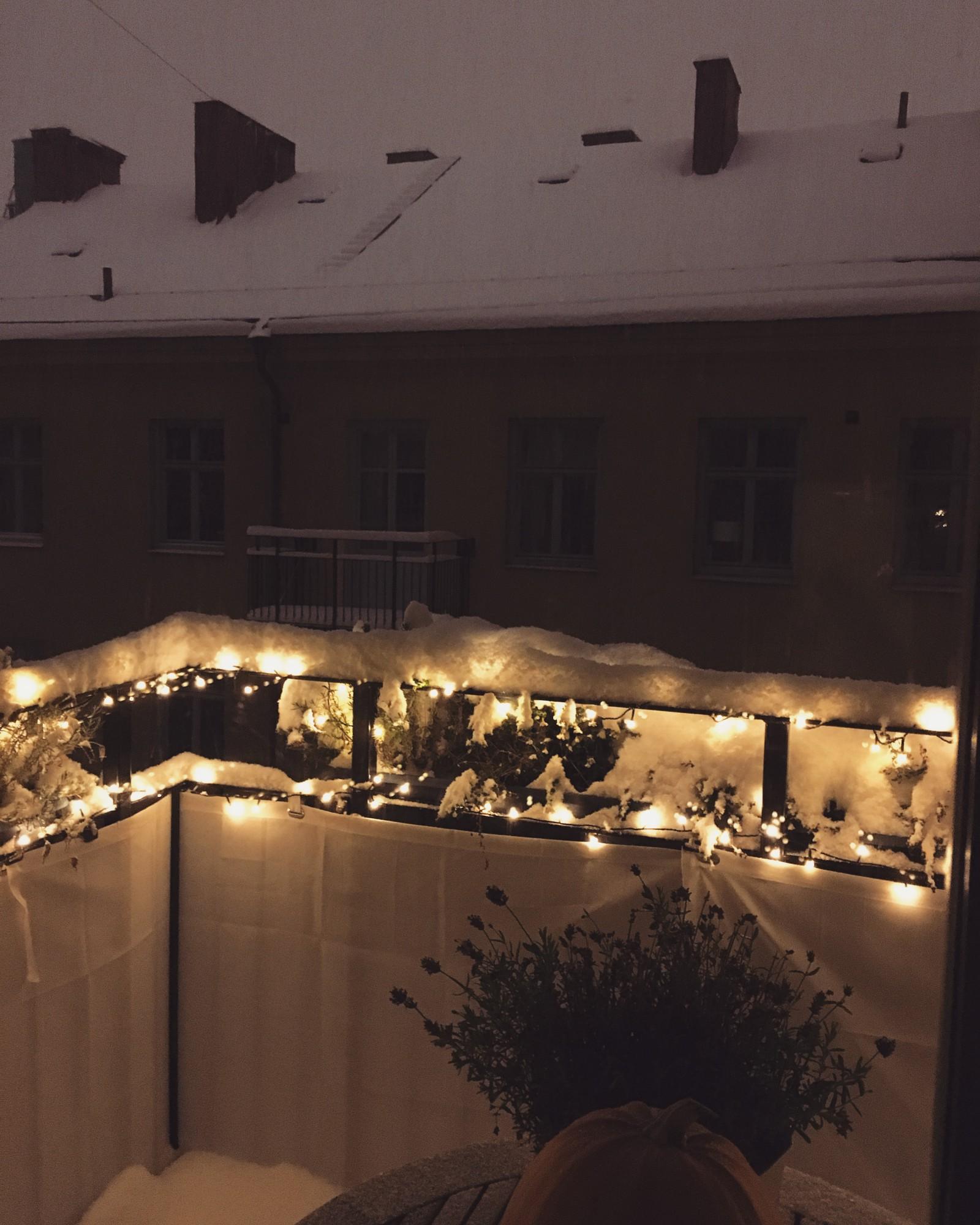 snow fall stockholm snökaos jul inspiration balkong