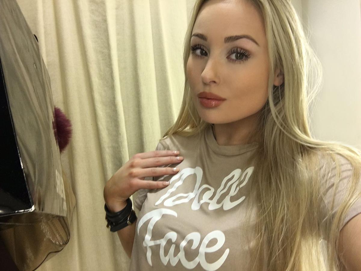 doll-face-nude-tshirt